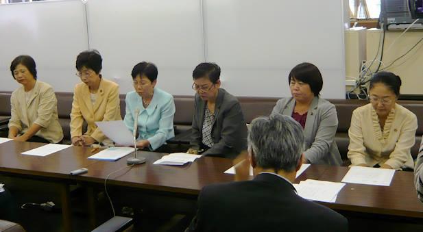 広島県内の超党派の女性議員が、安保法案廃案を求め、アピール_e0094315_21335117.jpg