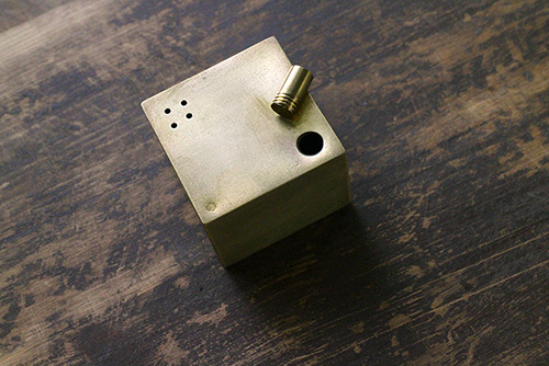 「AT THE TABLE」 千sen西本卓也さんの真鍮作品_e0205196_18522133.jpg