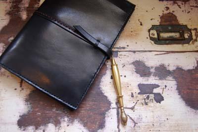 黒いレザーのノートカバー_f0155891_13154855.jpg