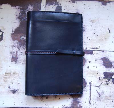 黒いレザーのノートカバー_f0155891_13162855.jpg