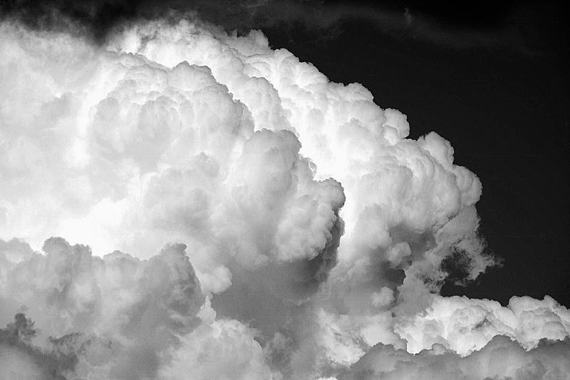モノクロ・・・・・モノ雲?_b0314043_13245702.jpg