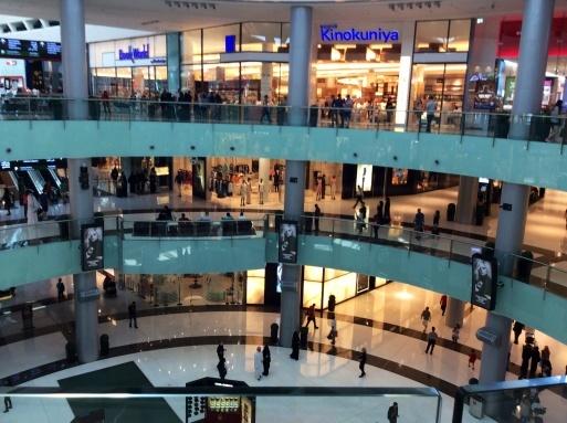 Dubai mallは意外に面白い_b0210699_00323223.jpg