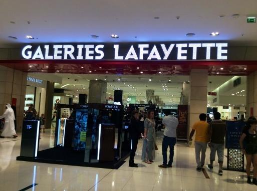 Dubai mallは意外に面白い_b0210699_00334184.jpg
