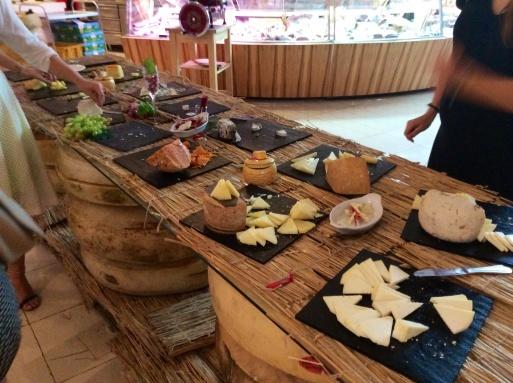 Dubai mallは意外に面白い_b0210699_00343710.jpg