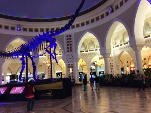 Dubai mallは意外に面白い_b0210699_00362963.jpg