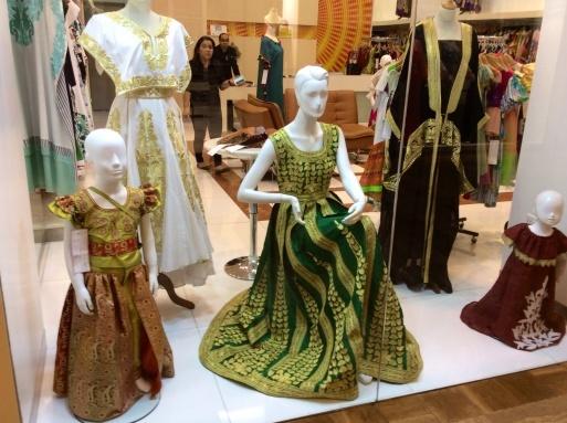 Dubai mallは意外に面白い_b0210699_00371527.jpg