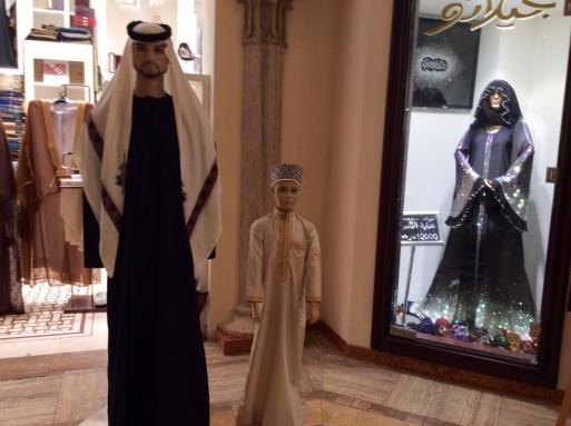Dubai mallは意外に面白い_b0210699_00381538.jpg