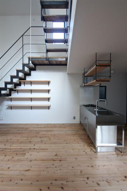 天神橋の家 / スチールの階段で、3階までつないでいます。_d0111714_836586.jpg