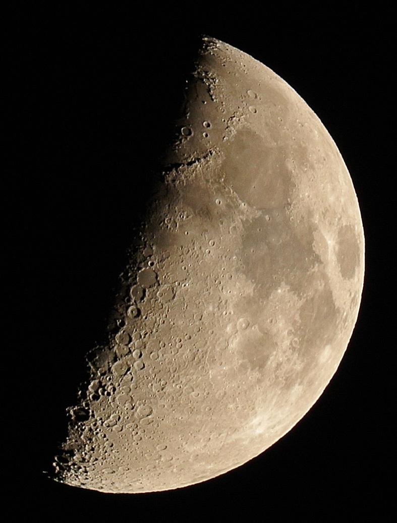 上弦の月(2015年9月21日)_e0089232_19123893.jpg