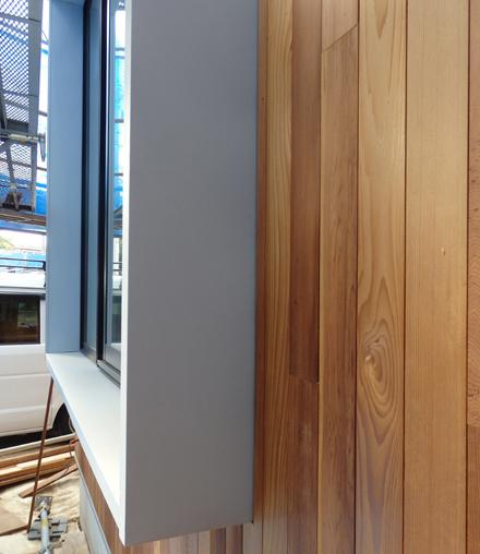 レッドシダー張り外壁とガルバリウム出窓_b0183404_9532112.jpg