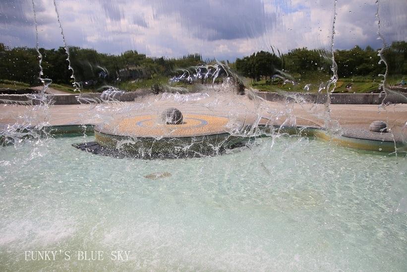 噴水の裏側_c0145250_15305386.jpg