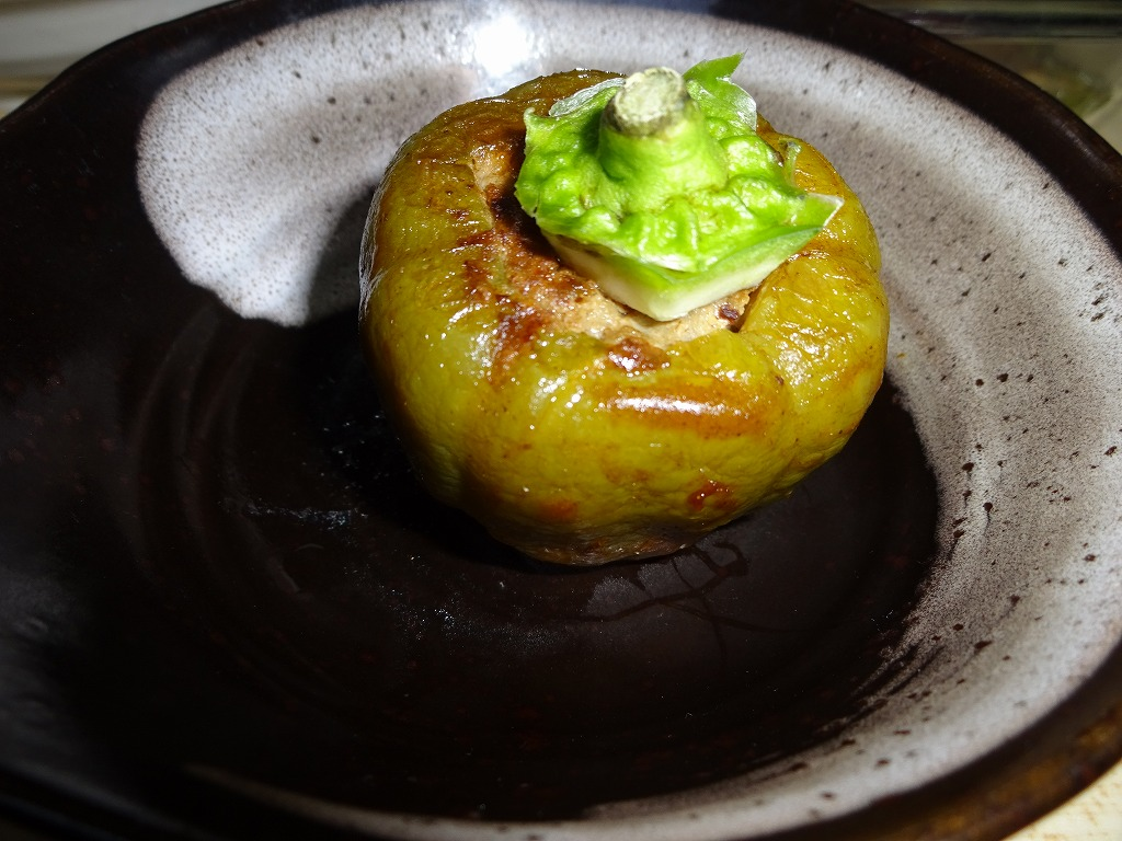 実家からの野菜2015第三弾2 トマピーの肉詰&激辛しし唐_d0061678_17133915.jpg