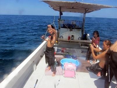 貸切りボートと海!!_a0156273_17491223.jpg