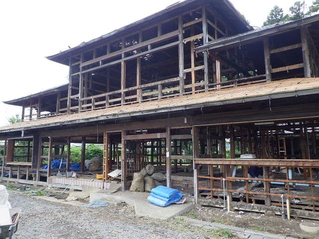矢巾町 古民家改修工事 解体工事進行中。_f0105112_6103575.jpg