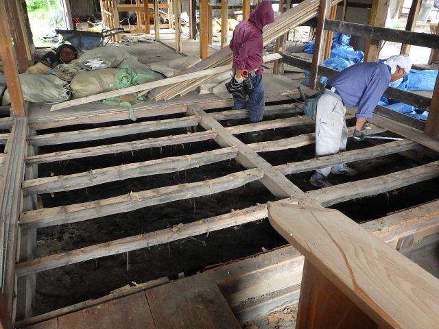 矢巾町 古民家改修工事 解体工事進行中。_f0105112_684550.jpg