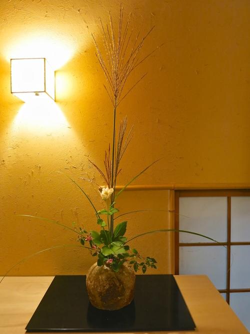 谷 穹さんの蹲に秋を生ける_a0197730_1549529.jpg
