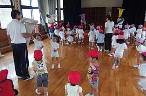 雨の日の幼稚園_e0325335_13491776.jpg