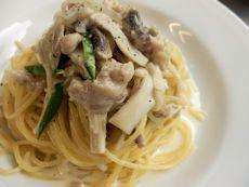 9/24本日パスタ:鶏挽肉とキノコのクリーム・スパゲティ_a0116684_11561081.jpg