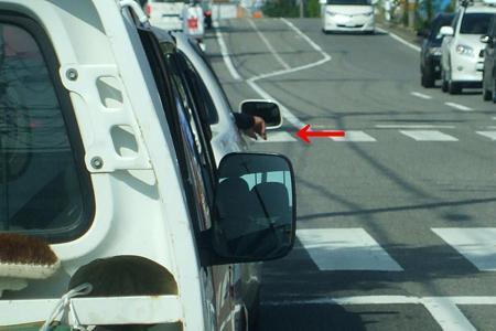 路肩の少年らに乗用車突っ込む 1人死亡1人が重体_f0197703_12380147.jpg
