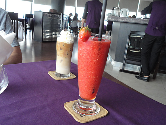ホーチミン その13 50階のカフェ「cafe EON」でお茶_e0230011_1881652.jpg
