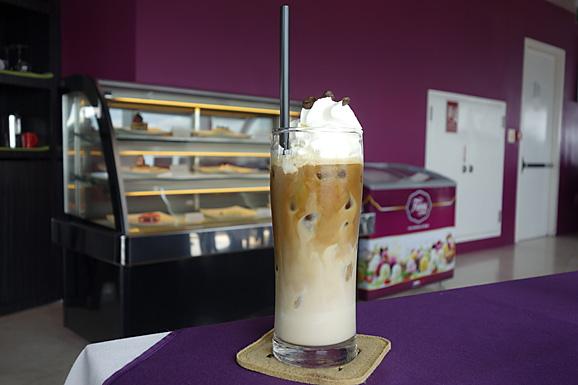 ホーチミン その13 50階のカフェ「cafe EON」でお茶_e0230011_1883478.jpg