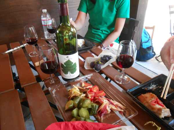 2日続けて収穫会。作業の後のワインは美味しい!_a0095931_18333886.jpg