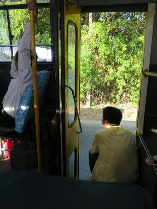 ベトナムのバスがすげーな_c0060143_09141425.jpg
