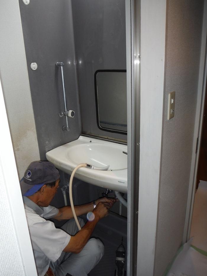 ユニットシャワー・ルーム ~ 解体作業。_d0165368_71743100.jpg