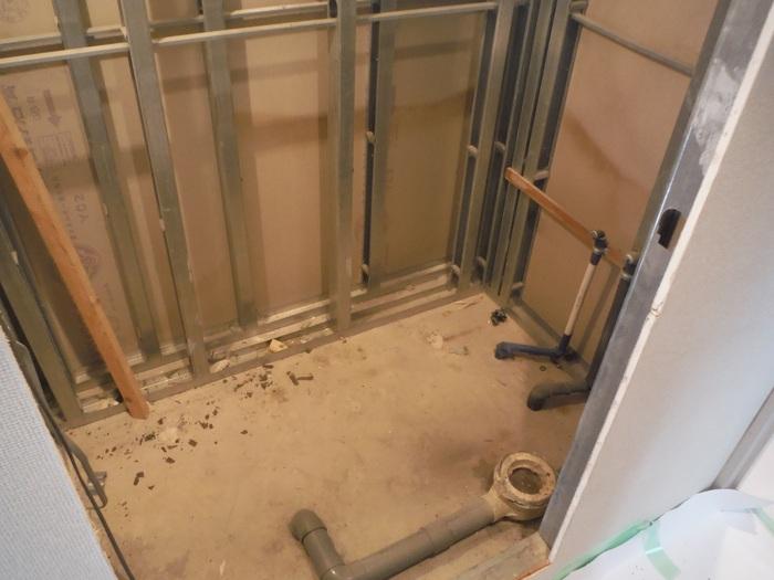 ユニットシャワー・ルーム ~ 解体作業。_d0165368_7183119.jpg