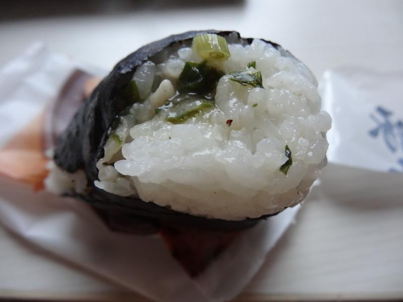 成田駅前のビジネスホテル、この日は朝食無しだったのでコンビニお握りが朝ご飯です。_c0225997_945353.jpg