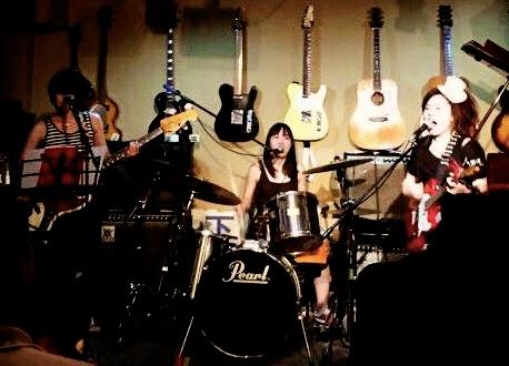 Girls ROCK Trio と 歌と太鼓のおいしい関係 と 神様と。_f0115311_018211.jpg