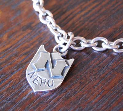 盾のドッグネックレス。_f0155891_18345857.jpg