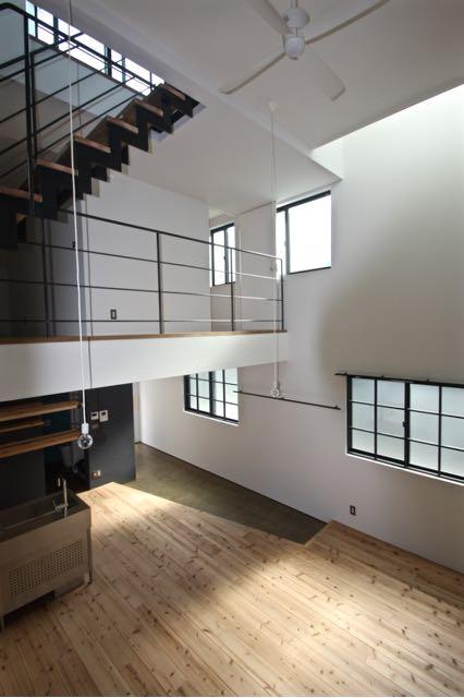 都市型住宅  / 吹き抜けを通して、各階に光を導くことを考え、プランを構成します。_d0111714_19234392.jpg