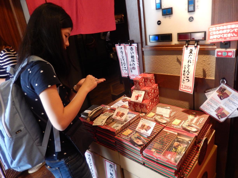 外国客に人気と噂の一蘭ラーメン池袋店に行ってみた_b0235153_12412041.jpg