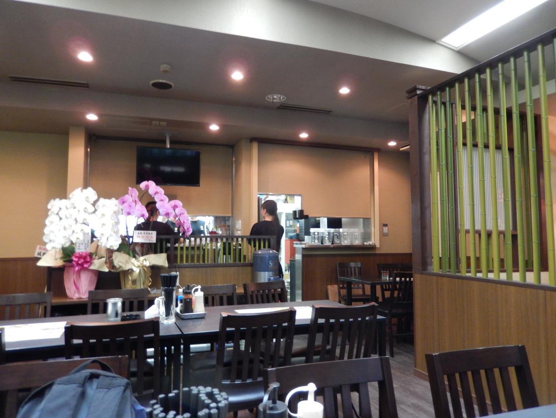 新宿5丁目に中国客向けインバウンド居酒屋がオープン_b0235153_12492052.jpg