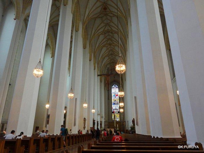 ドイツ9日間の旅 7 ミュンヘン旧市街の教会_a0092659_17471076.jpg