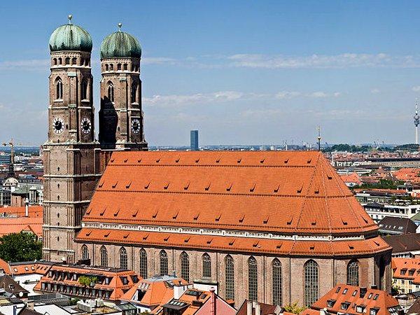 ドイツ9日間の旅 7 ミュンヘン旧市街の教会_a0092659_1749210.jpg