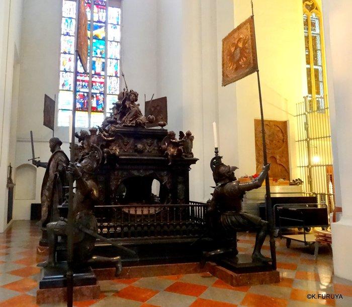 ドイツ9日間の旅 7 ミュンヘン旧市街の教会_a0092659_2185241.jpg