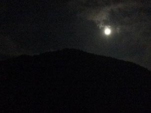 押立山と満月_e0182479_215503.jpg