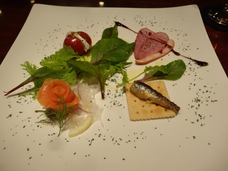 成田駅前のホテル1階のレストランで、本格フレンチのフルコースです。_c0225997_912951.jpg