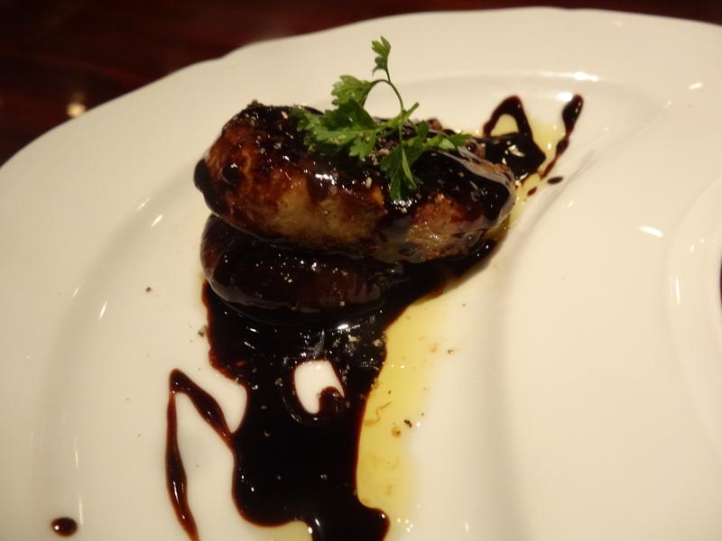 成田駅前のホテル1階のレストランで、本格フレンチのフルコースです。_c0225997_9151131.jpg