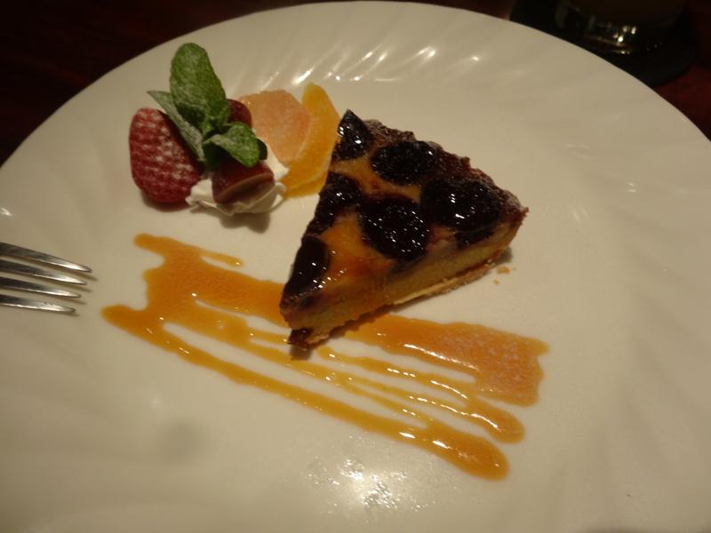 成田駅前のホテル1階のレストランで、本格フレンチのフルコースです。_c0225997_943332.jpg