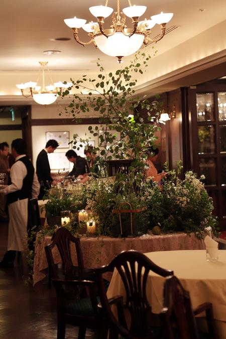 秋の装花 クラシカル&ガーデン風 シェ松尾青山サロン様へ_a0042928_1140395.jpg