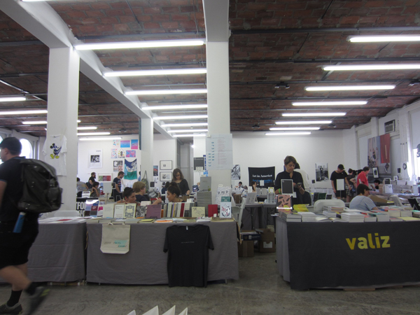 THE NY ART BOOK FAIR at PS1_FAIR SCENE_c0096440_793233.jpg