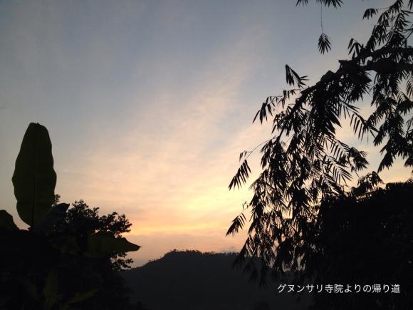 グヌンサリ寺院よりの帰り道 夕方の空_a0120328_12381230.jpg