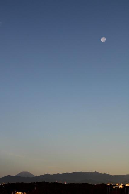 朝のお月様。_f0348831_23054890.jpg