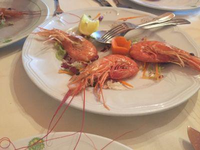 パルマリア島のレストランへ_d0136540_1471100.jpg