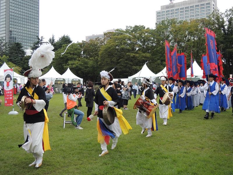 日韓交流おまつり in Tokyo での朝鮮通信使行列の様子をお知らせします_b0280244_15341018.jpg