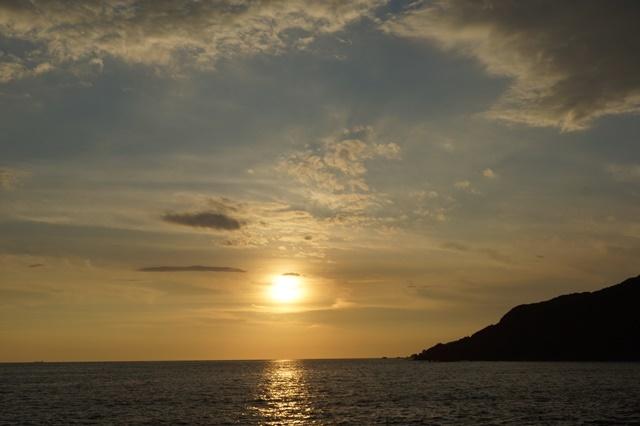 藤田八束の素敵な夕日紹介:若者が教えてくれた天草の夕日_d0181492_22223604.jpg