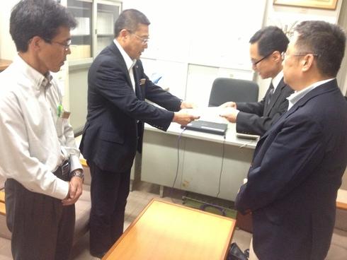 愛知県議会に「政務活動費を政治目的に流用させるな」申し入れ_d0011701_2114343.jpg